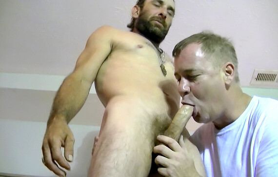Bisexual+Hairy+Daddy+Squirell+Has+Some+Experience